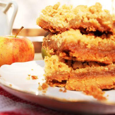 Karamellisierter Apfel-Streuselkuchen